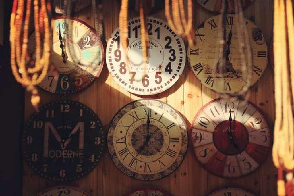 Best Decorative Wood Wall Clocks Under 5000 In India